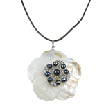 Natural Freshwater Pearl Necklace with Rubber   Shell   Zinc Alloy Round black 119x94mm Sold Per 16.5 Inch Strand