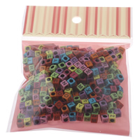 Alphabet Acryl Kralen gemengd   effen kleur 6x6mm 100x170mm Gat:Ca 3mm Ca 210pC's/Bag Verkocht door Bag