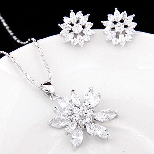 Cyrkonia mikro utorować Zestawy biżuterii mosiądz, kolczyk & naszyjnik, ze Sześcienna cyrkonia, Kwiat, Platerowane platyną, bez zawartości ołowiu i kadmu, 25x32mm, 13mm, długość:około 15.75 cal, sprzedane przez Ustaw