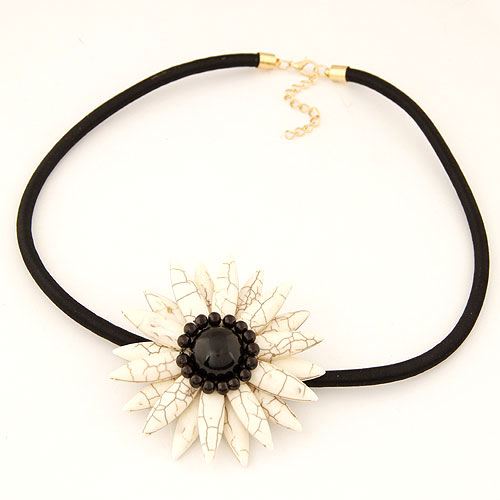 Fashion Turquoise Necklace, Zinc Alloy, with Nylon Cord, Flower, gold color plated, white, lead & cadmium free, 63mm, Sold Per Approx 15 Inch Strand