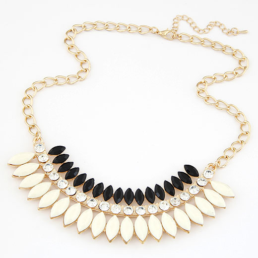 Resin Necklace, Zinc Alloy, with Resin, gold color plated, twist oval chain, white, lead & cadmium free, 400x120x32mm, Sold Per Approx 15.75 Inch Strand