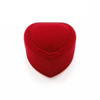 Velveteen Single Ring Box with Glue Film Heart red 43x45x32mm
