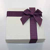 Kartonowe pudełko na bransoletkę, Tektura, ze Wstążka rypsowa, Kwadrat, z motywem kokardki, 90x90x22mm, 24komputery/wiele, sprzedane przez wiele