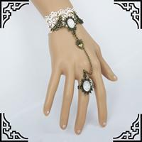Свадебный браслет кольцо, Кружево, с Канифольные кристаллы & цинковый сплав, с 2.7lnch наполнитель цепи, Покрытие под бронзу старую, Для Bridal & регулируемый, не содержит никель, свинец, размер:6, длина:Приблизительно 5.1 дюймовый, 2пряди/Лот, продается Лот
