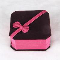 Pluszowe pudełko na bransoletkę, Welwet, ze Tektura, Kwadrat, 95x95x43mm, sprzedane przez PC