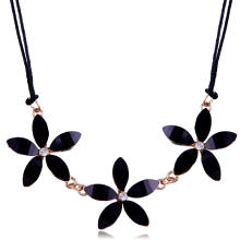 Акриловые ожерелья, кожаный шнур, с Кристаллы & Акрил, Форма цветка, Женский, 530mm, Продан через Приблизительно 20.5 дюймовый Strand